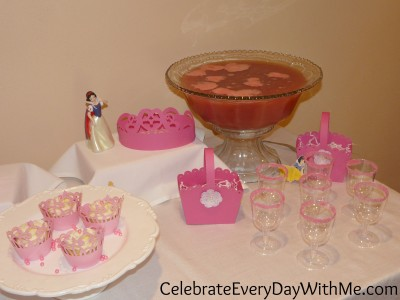 princess party with garnished glasses