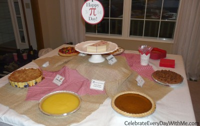 Pi-Day-Party-Pie-Table-400x253