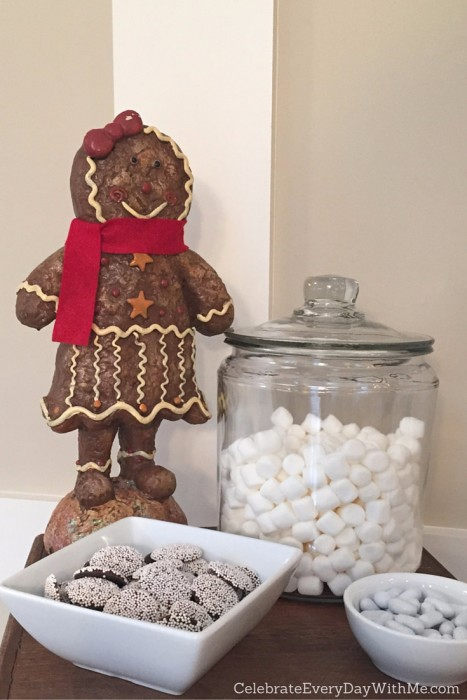 Snowy Gingerbread House Party - 13