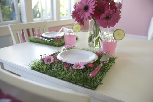 grass placemat table