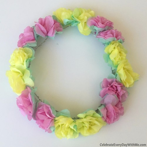 How to make a flower crown with tissue paper (29)