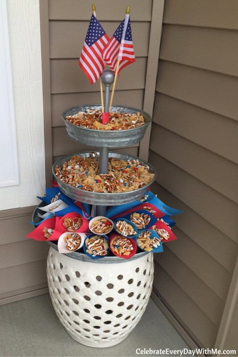 You'll love this easy patriotic snack mix (10)