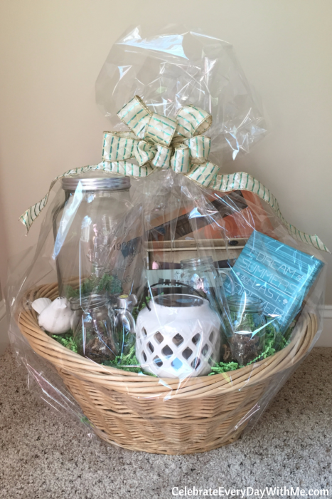 Themes & Tips for Building a Great Gift Basket (13)