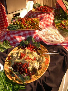 Setting your buffet table like a pro celebrate every day for Table cuisine pro
