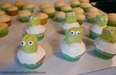 making octopus cupcakes 2