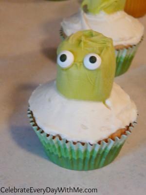 making octopus cupcakes
