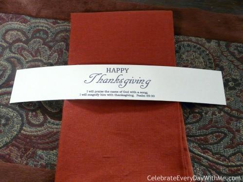 Free printable for Thanksgiving - set of napkin wraps