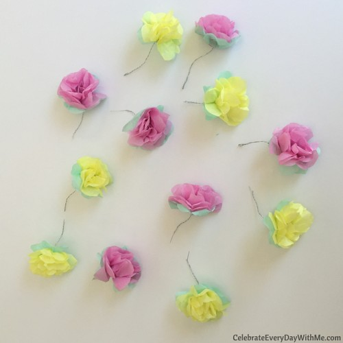 How to make a flower crown with tissue paper (18)