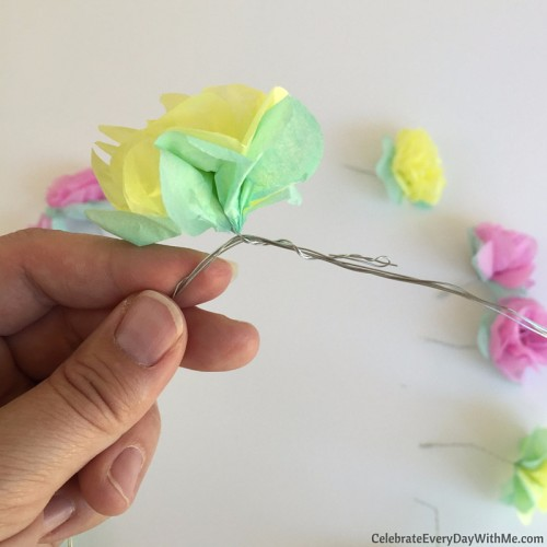 How to make a flower crown with tissue paper (22)