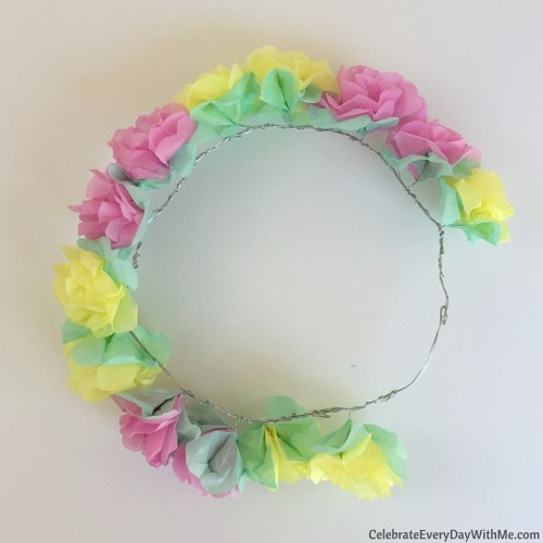 How to make a flower crown with tissue paper (25)