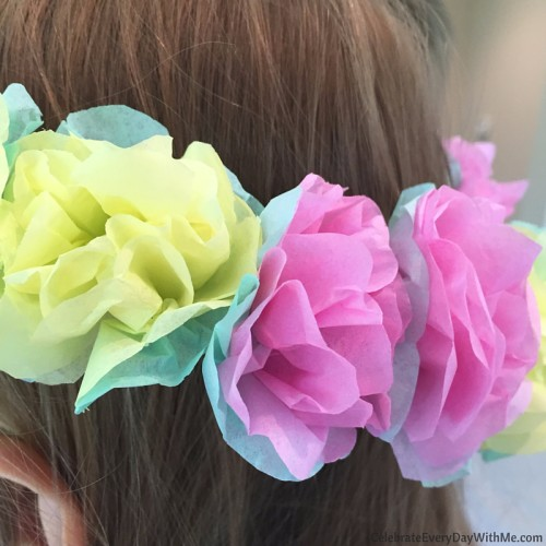 How to make a flower crown with tissue paper (27)