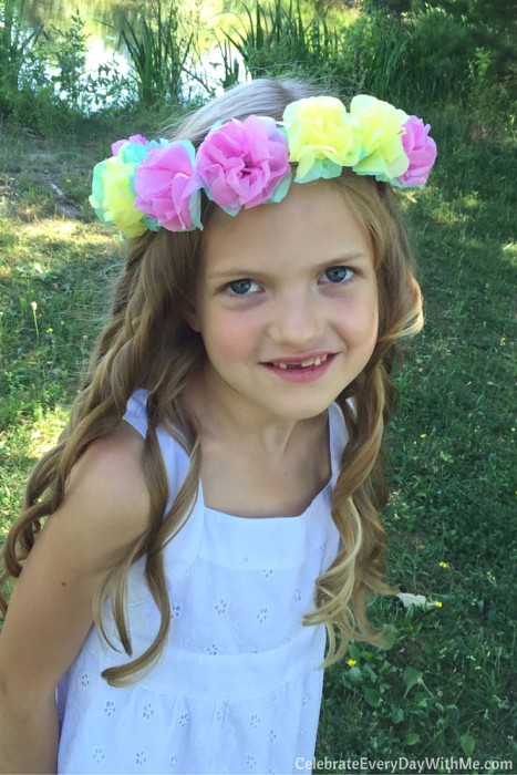 How to make a flower crown with tissue paper (33)
