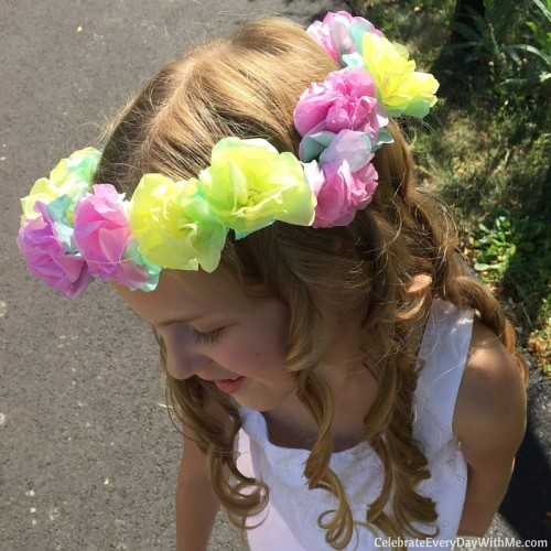 How to make a flower crown with tissue paper (47)