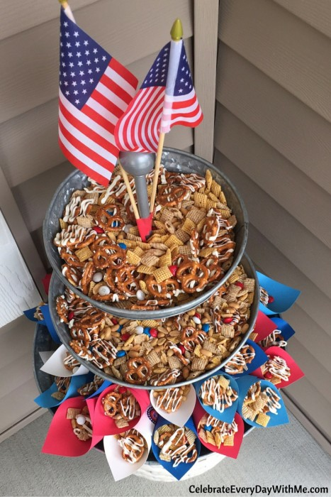 You'll love this easy patriotic snack mix (13)