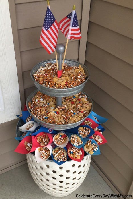 You'll love this easy patriotic snack mix (16)