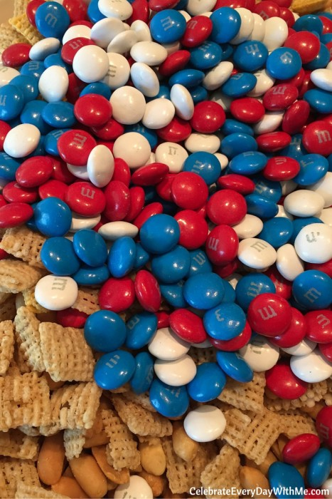You'll love this easy patriotic snack mix (7)