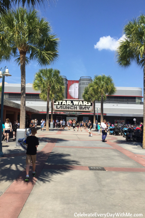 how to trade with the jawas in the star wars launch bay - disney world (1)